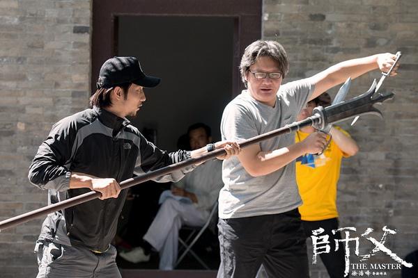 電影《師父》導演徐浩峰親自示範如何以「八斬刀」力抗「三尖兩刃刀」