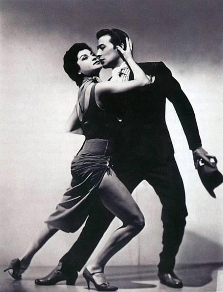 《探戈情未了》(Our Last Tango)描述探戈史上最知名的「舞王」胡安卡洛斯寇貝斯(Juan Carlos Copes)與「舞后」瑪莉亞尼維斯(Maria Nieves)曲折分合的愛情