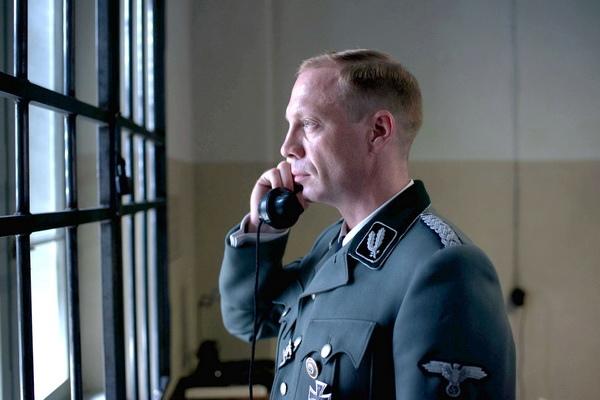 德國男星約漢馮布洛(Johann von Bulow)在新片《帝國毀滅:關鍵13分鐘》(13 Minutes)飾演「蓋世太保首腦」手段殘酷引發觀眾憎恨,甚至有人送他聖經