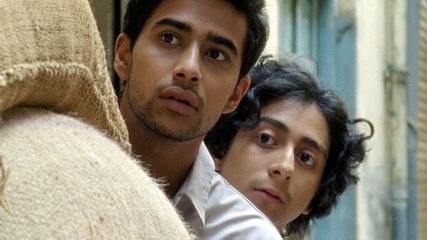 印度喜劇 電影《歡迎來到美國》找來李安愛將《少年pi的奇幻漂流》的蘇瑞吉沙瑪(Suraj Sharma)以及《歡迎光臨布達佩斯大飯店》的東尼雷佛羅里(Tony Revolori)聯手主演