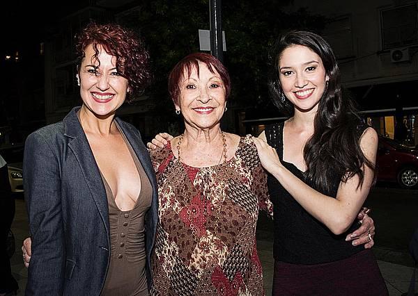 音樂愛情電影《探戈情未了》(Our Last Tango)由探戈舞界當紅明星佛艾蓮阿爾瓦雷斯米諾(Ayelen Álvarez Miño)、艾莉珍迪娜谷狄(Alejandra Gutty)共同飾演「舞后」瑪莉亞尼維斯(Maria Nieves),分別代表顛峰時期與少女時期
