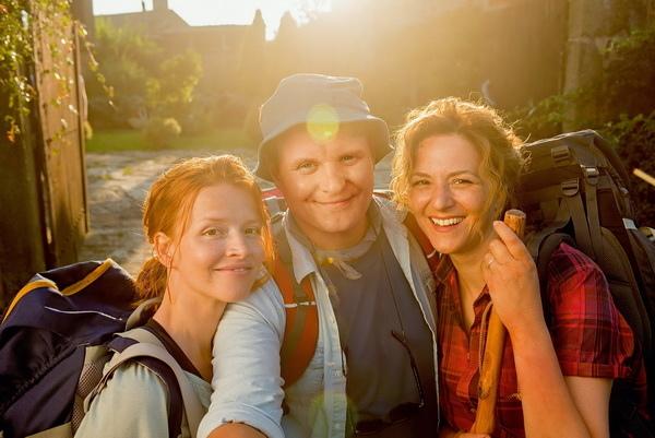 《我出去一下》片中「聖雅各古道」,掀起一股朝聖風潮,遊客絡繹不絕