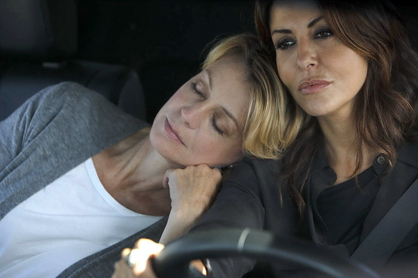 莎賓娜費蕊麗(Sabrina Ferilli)坦言拍攝劇《不只是閨蜜》感情真的擦槍走火