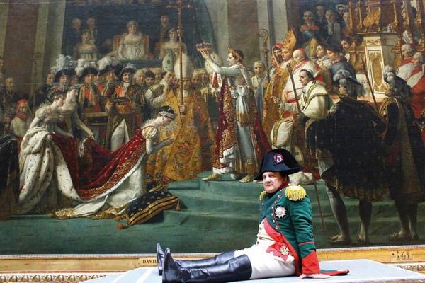 拿破崙在電影《攻佔羅浮宮》親自帶領觀眾欣賞他的畫像【拿破崙加冕禮】