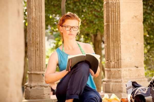 卡羅莉妮舒赫在《我出去一下》因為很正,聖雅各之路走來不順遂。