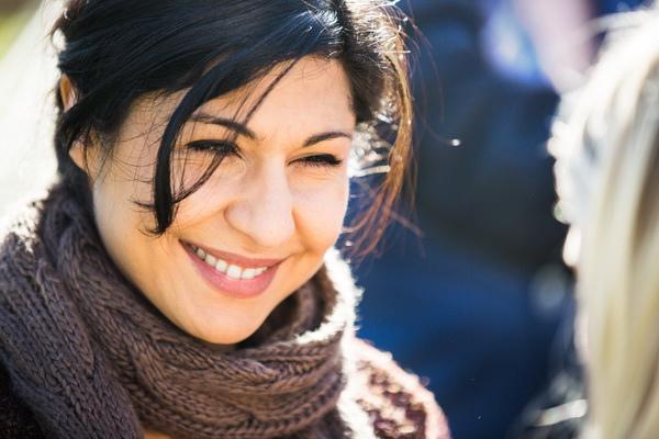 顛頗的過去反讓女星芭哈爾帕爾斯(BaharPars)更加樂天看待世事,活脫脫就是片中伊朗鄰居「帕瓦娜」的翻版