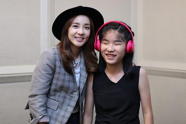 韓流歌手2NE1 Dara現身力挺《琴鍵上的奇蹟》的「盲眼莫札特」柳藝恩