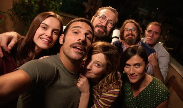 電影《完美陌生人》描述眼前再熟悉的朋友、再親暱的情人,原來都可能只是「完美的陌生人」