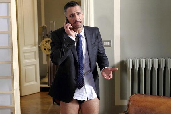 雷歐波瓦開視訊會議《我的型男老闆》下半身光溜不穿褲