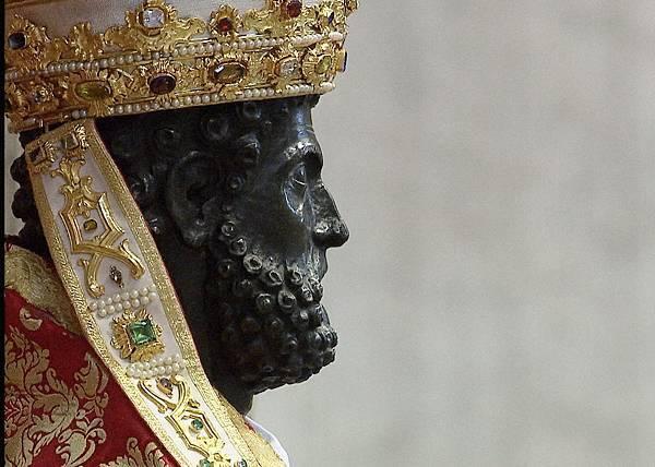 聖彼得銅像.jpg