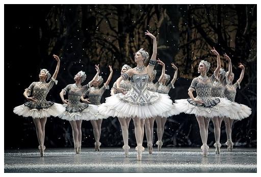 最古老、最年輕的舞團《舞動芭黎》創「白色芭蕾」神奇標誌.jpg