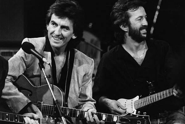 george-harrison-and-eric-clapton-share-a-laugh-on-october-23-1985.jpg