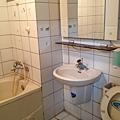 共用浴室(未整理前)