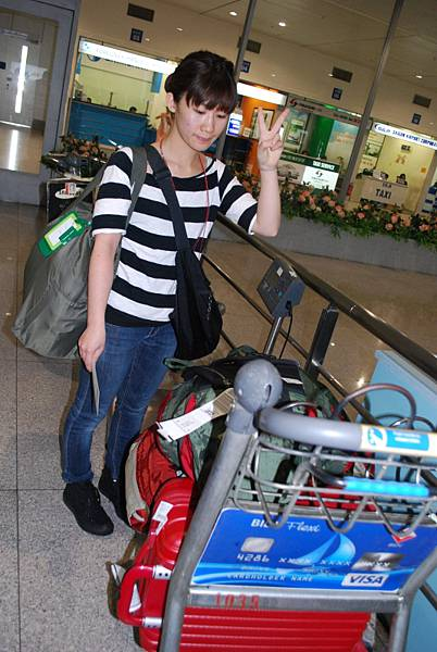 "PS.因為線上簽證花的時間比較久,我們的行李被丟到""未認領行李區"""
