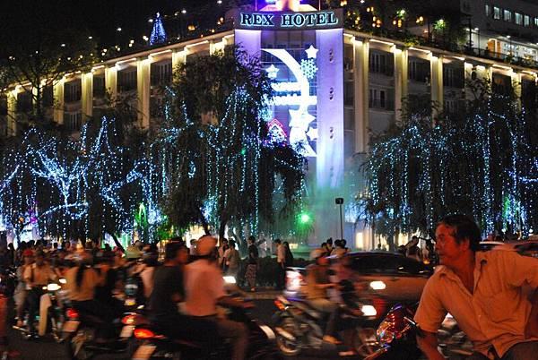 毫無交通秩序可言。但這就是越南特色