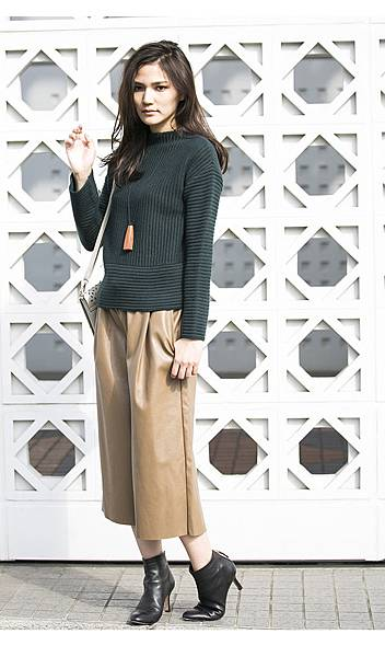 Fake leather gaucho pants 3175.jpg
