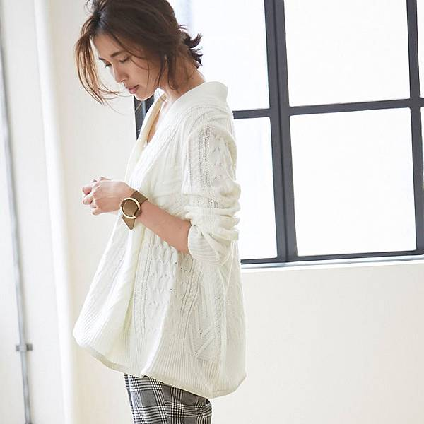 Hem flare cable knit cardigan.jpg