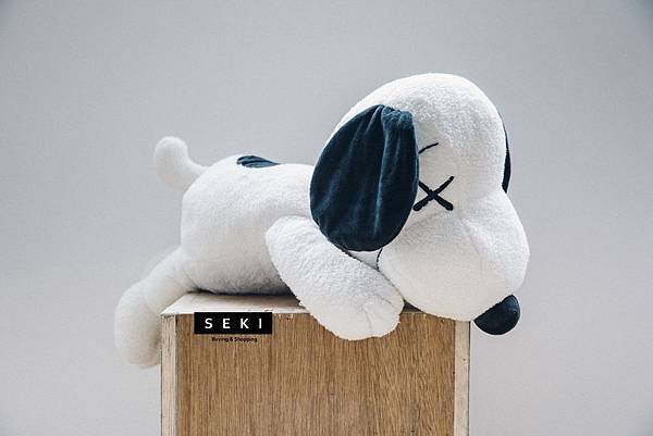 kaws-peanuts-uniqlo-ut-closer-look-1.jpg