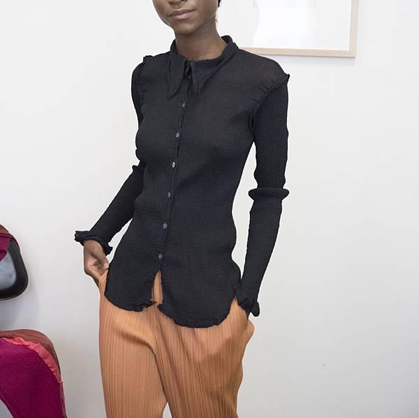 me_ISSEY_crepe_shirt_black.jpg