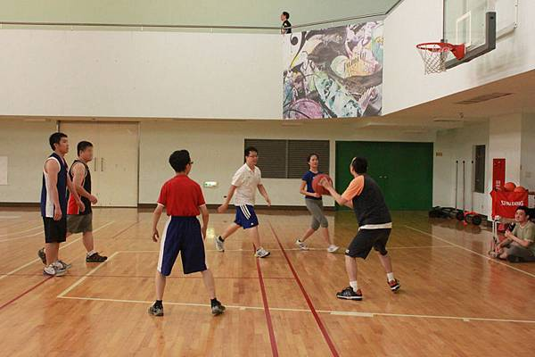 三對三是北區籃球社每次團練的重頭戲(左二打糊)