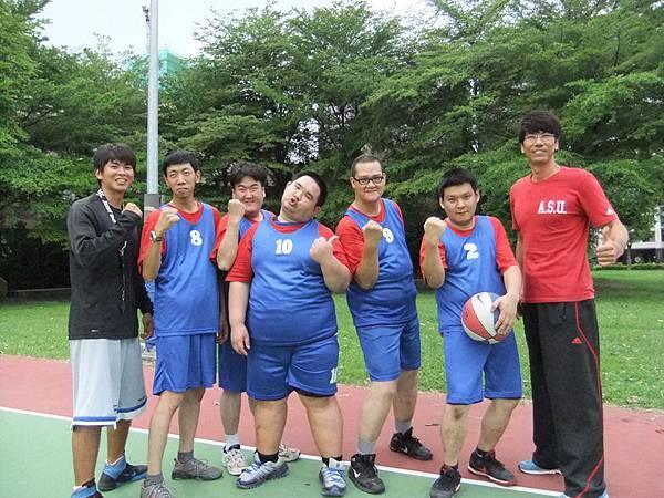 高雄的籃球社六壯士聲勢浩大