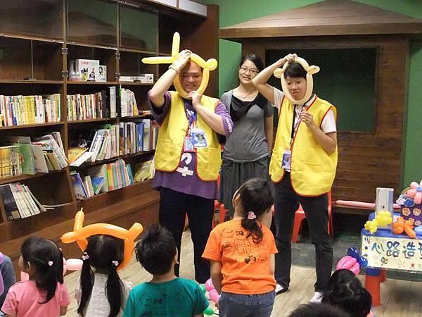 心路青年教小朋友做造型氣球
