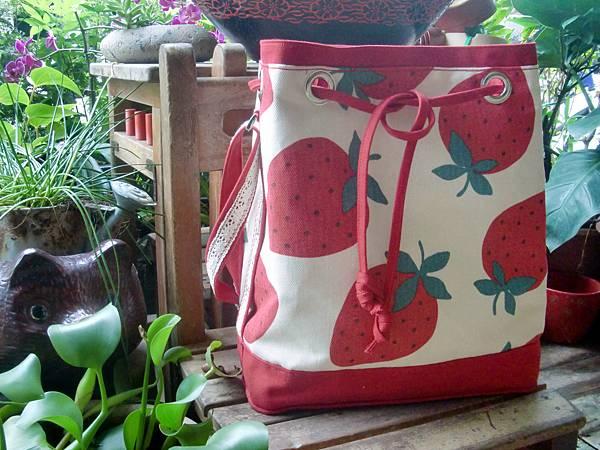 0927-草莓水桶包4