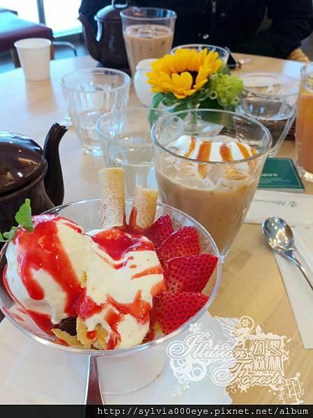 巧克力草莓慕斯聖代+印度焦糖奶茶