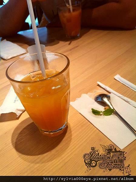 水果被吃掉的水果茶(柳橙口味)