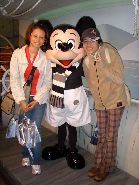 去Mickey家還可以跟他合照喔