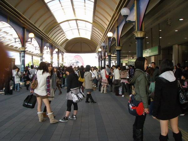 到舞濱站已經是滿滿的人了...