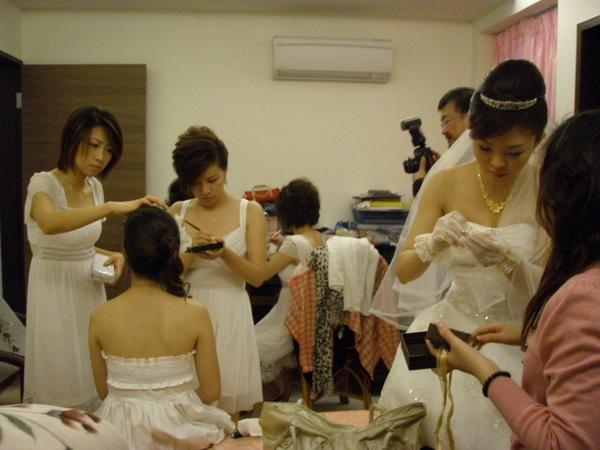 傳說中化妝化比新娘還久的伴娘們XD