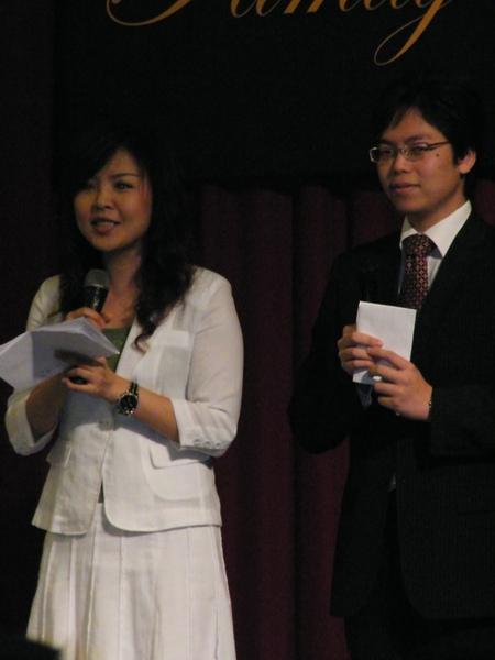主持人:model身材的年輕夫妻
