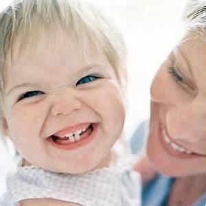 在沒有牙醫幫助的情況下在家漂白你的牙齒,並以相同的結果省錢