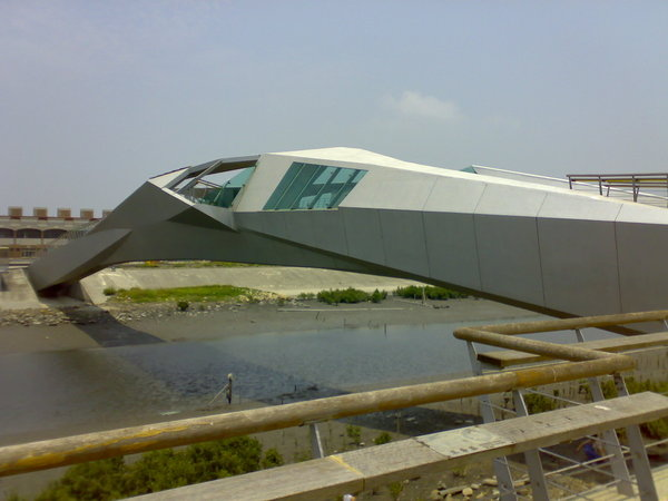王功海濱景觀橋,像不像一隻白鷺鷥展翅高飛的模樣?
