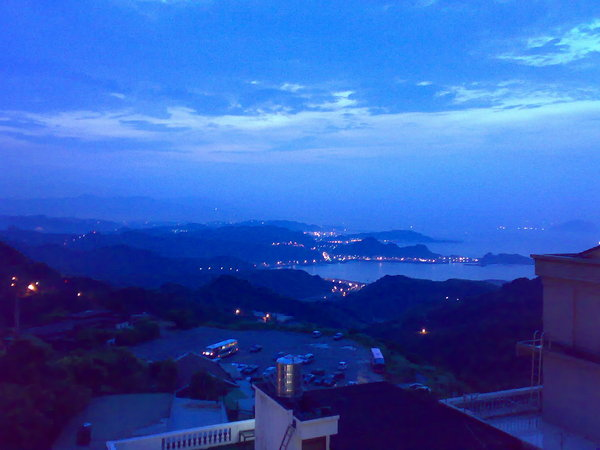 從民宿陽台望出去的九份海景黃昏