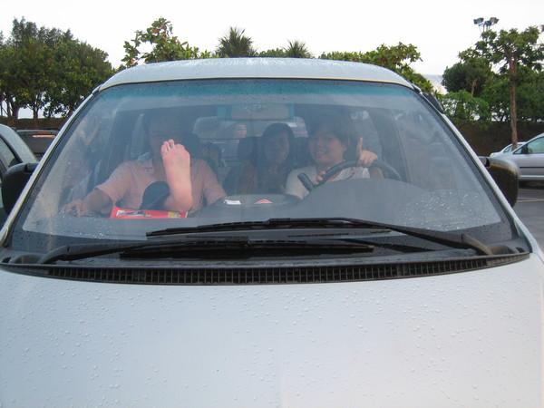 這張是難得可以證明我開過大車的證據,但大家好像都只看到我隔壁學生的腳底板???