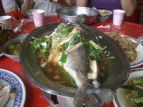 清蒸.....魚。什麼魚?就......就是魚嘛......