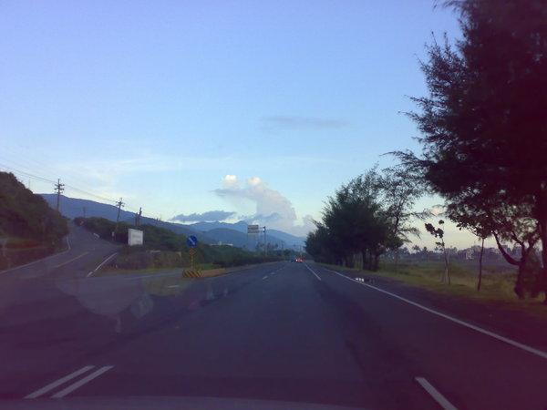 遠方的雲,形狀像船帆