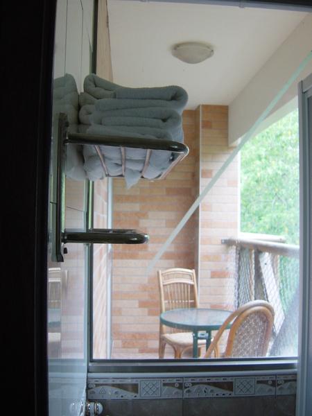 從浴室就可以直接看到陽台
