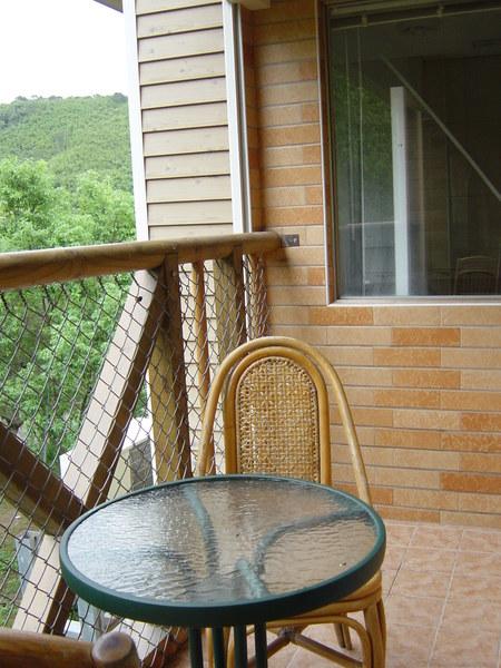 換個角度,從陽台看浴室