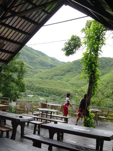 這個角度的咖啡廳很美,可惜沒多久就下雨了