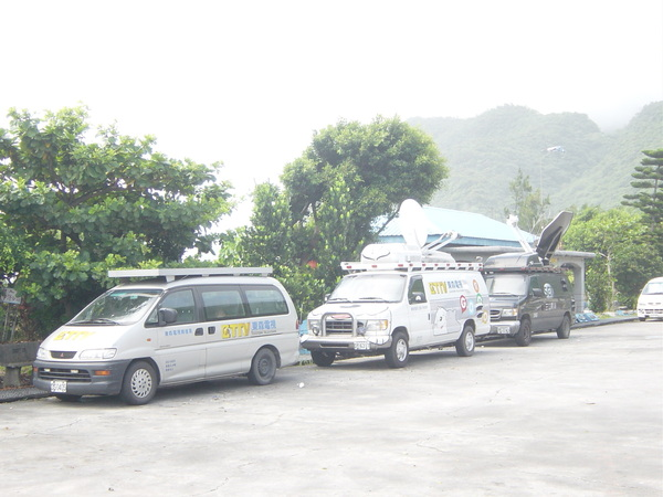 記者很辛苦,哪裡有颱風就往哪裡去