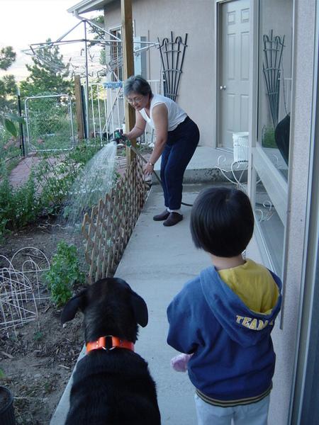 看讀書姨澆花的小昀和Bell