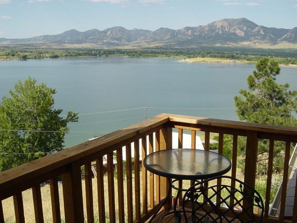 阿姨家陽台看出去的湖景
