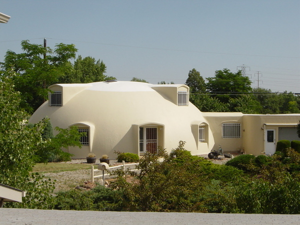 阿姨家對面的鄰居,聽說是一個工程師,把房子蓋得像雪屋