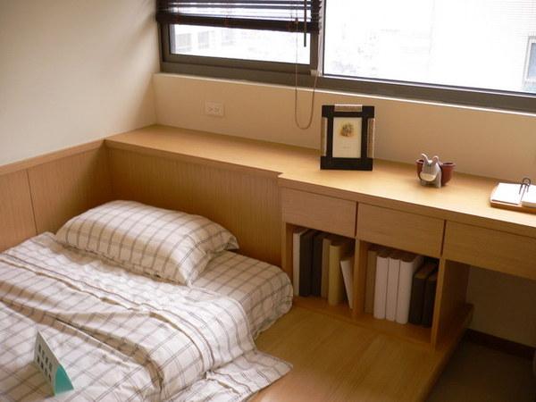 第二大房和式地板及書櫃