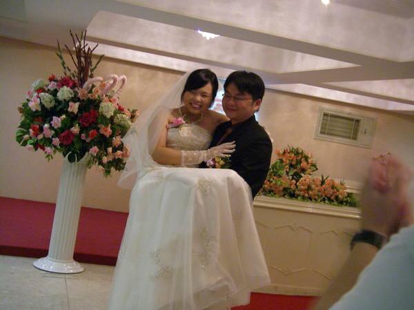 傳說中的新娘抱!!