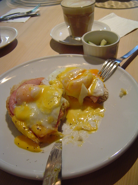 班尼迪克蛋黃流出來阿阿阿阿阿阿