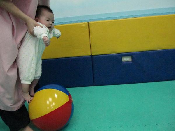 990606-4寶寶足球.jpg